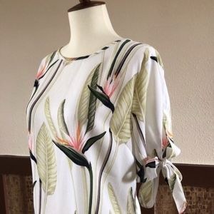 Ann Taylor Birds of Paradise Slit Sleeves Top